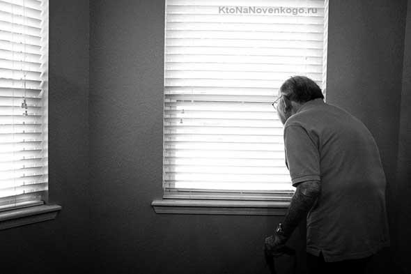 Дедушка в окне