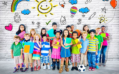 Ученики с учителем в школе
