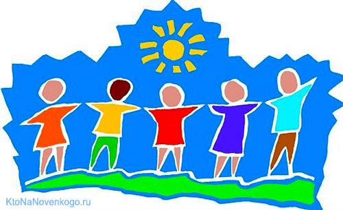 Люди взялись за руки и смотрят на солнце