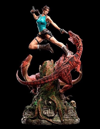 Лара Крофт дерется с динозавром