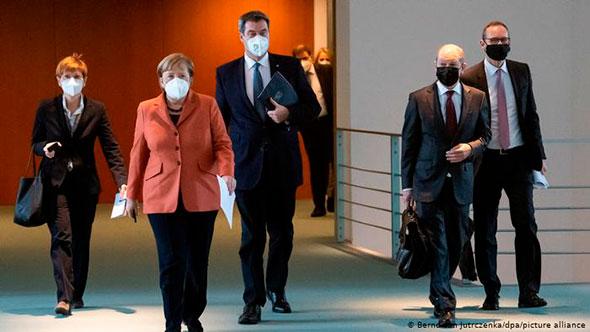Меркель в защитной маске