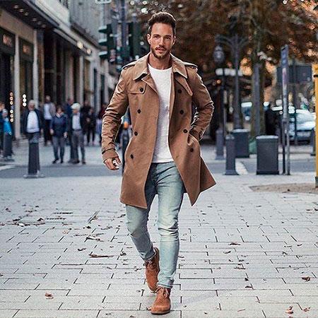 Мужчина в лонгсливе надетом под пальто