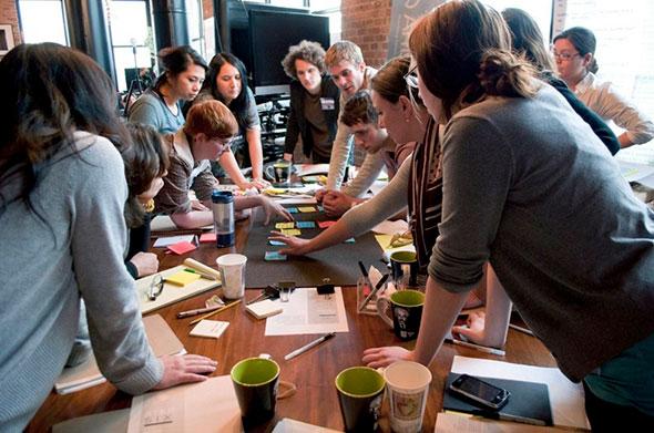 Решение задач всем коллективом за столом