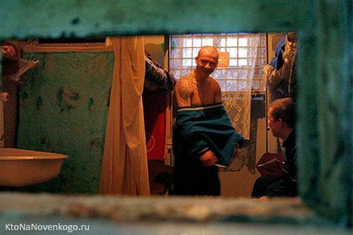 Полупокер в тюремной камере