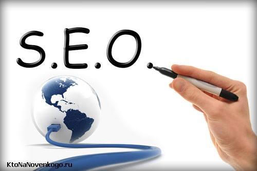 Слово SEO написано над земным шаром подключенным к интернету