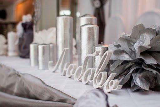 Стилизованное серебром слово ЛЮБОВЬ на 25 лет свадьбы