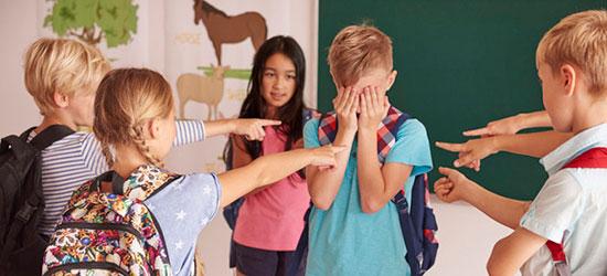 Дети подвергают травли своего одноклассника