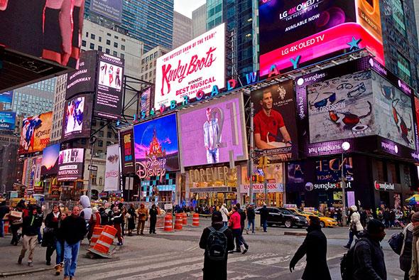 Реклама на улицах Нью-Йорка
