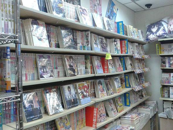 Книги в магазине японской литературы