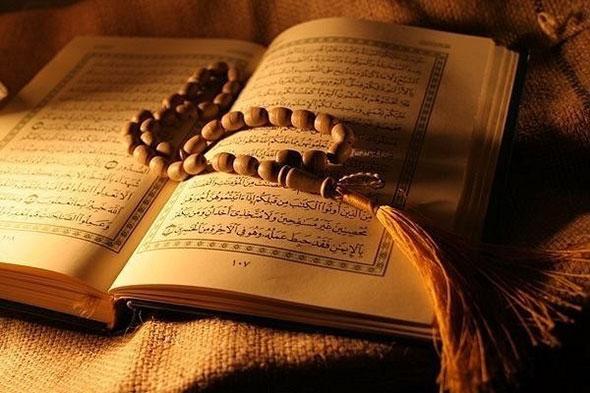 Четки лежащие на Коране