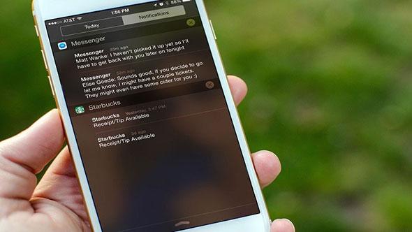 Телефон с уведомлениями от Сбербанка