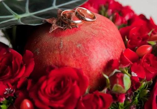 19 годовщина свадьбы. История, символ и традиции, актуальные подарки на гранатовую свадьбу